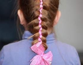 Детские прически с плетением и лентами для маленьких принцесс фото