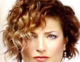 Как сделать красивую повседневную причёску на короткие волосы? фото