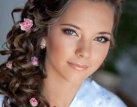 Прическа с диадемой на длинные волосы фото