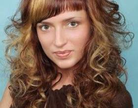 Прически с косой челкой позволяют скрыть недостатки и выделить достоинства! фото