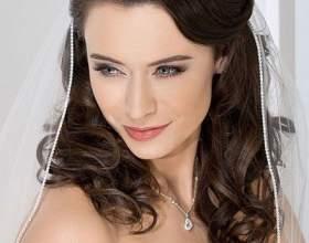 Средние свадебные прически со средней кружевной фатой фото фото