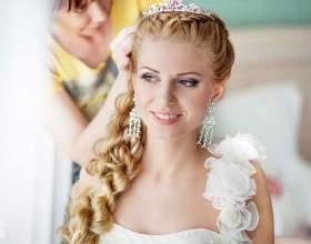 Свадебная прическа с диадемой фото